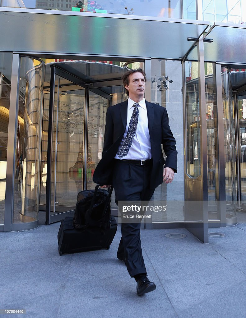 Colorado Avalanche Alternate Governor Joe Sakic leaves the leagues legal offices following the National Hockey League Board of Governors meeting on December 5, 2012 in New York City.