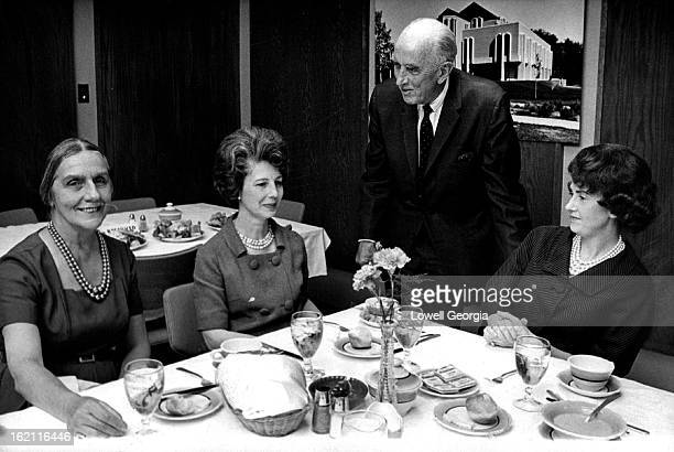 SEP 9 1965 OCT 5 1965 Colorado Woman's College Committee Plans Banquet For Nov 16 Talking over arrangements for äesign for Distinctioná black tie...
