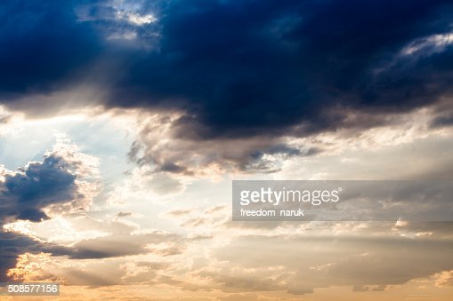 colorful dramatic sky with cloud at sunset : Stockfoto