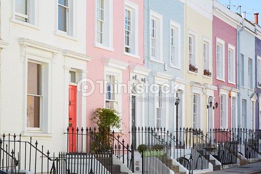 bunte englischen h user fassaden pastellfarben mit hellen farben in london stock foto thinkstock. Black Bedroom Furniture Sets. Home Design Ideas