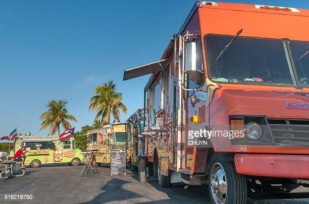 Feria colorido furgón de comida