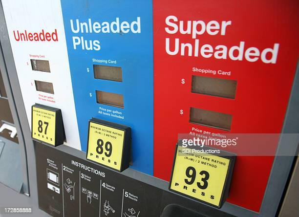 Bunte Benzin Pumpe in gas station