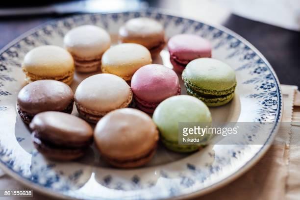 Bunte Macarons in Ferienwohnung in Paris