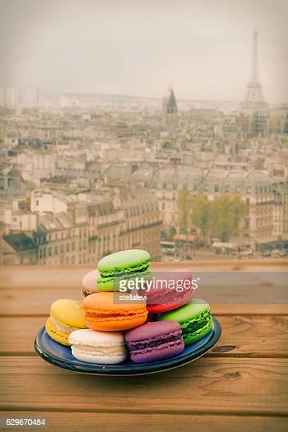 Macarons coloré avec vue sur Paris