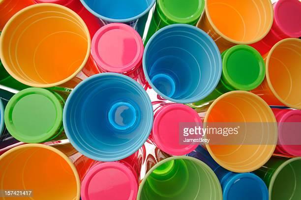 Recyclables jetable en plastique coloré boire coupes ou des verres