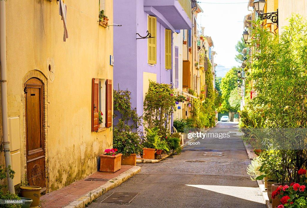 Bunte street in der Stadt in der Provence, Frankreich : Stock-Foto
