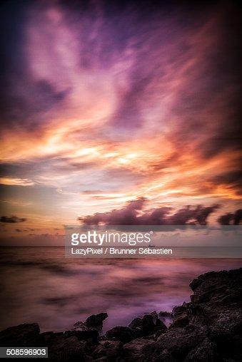 Colorful sunset on the sea : Foto de stock