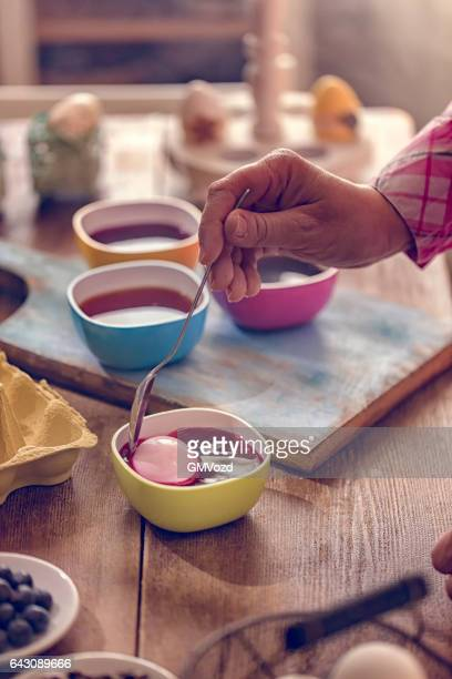Färben Ostereier mit natürlichen Dye-Effekt