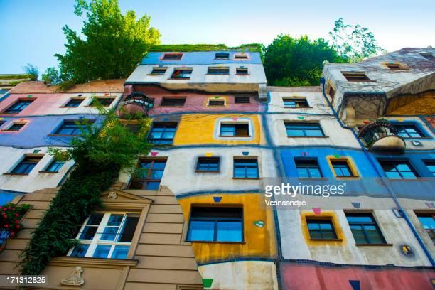 Bunte Fassade des Hundertwasser Haus in Wien