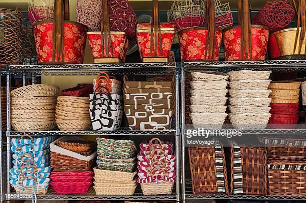 Coloridas cestas tejido de mercado