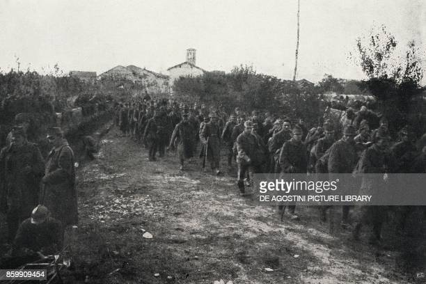 Column of Austrian prisoners in Bonzicco FriuliVenezia Giulia Italy World War I from l'Illustrazione Italiana Year XLV No 45 November 10 1918