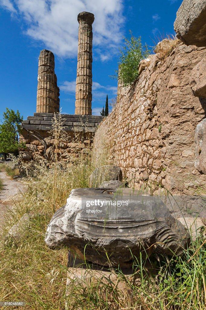 Columns in The Temple of Apollo in Delphi, Greece : Foto de stock