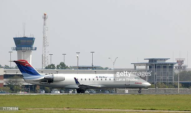 Comair plane prepares to take off from Lexington Blue Grass Airport August 27 2006 in Lexington Kentucky Earlier in the day Comair Flight 5191...