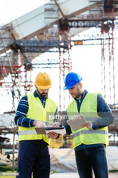 Comapring digital estimations and paperwork on construction site