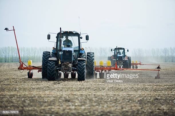 Combine harvester harvesting field