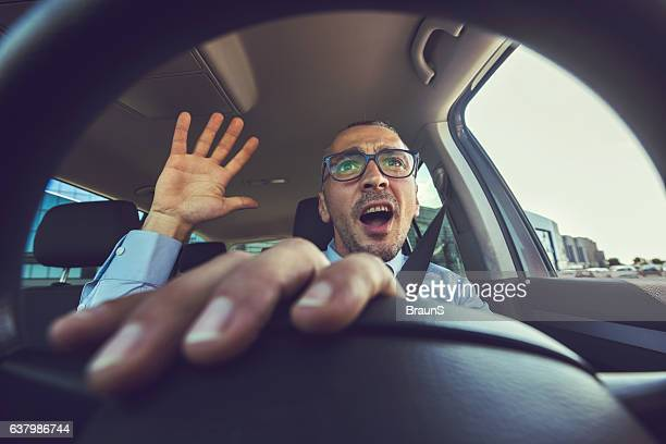 Come on, drive that car faster!