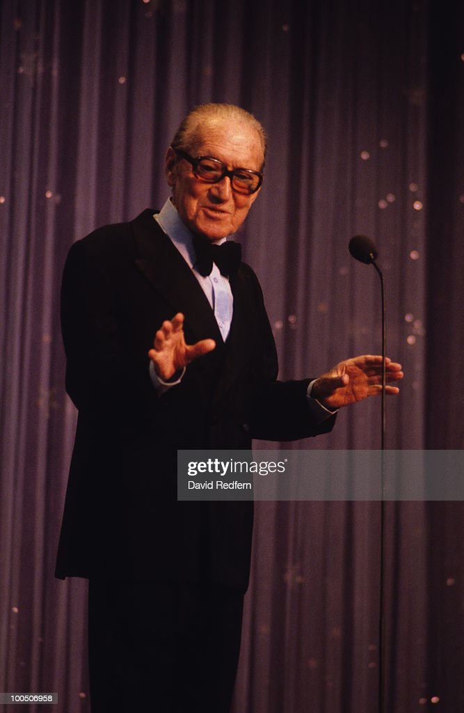 Comedian Arthur Askey performs on stage circa 1980.