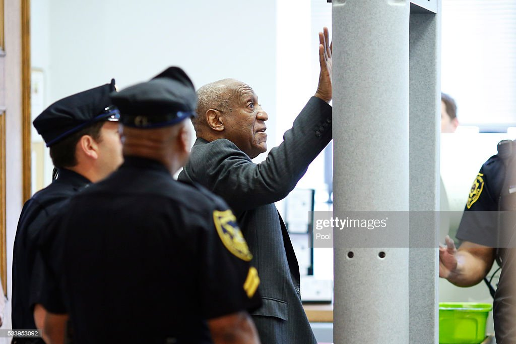 Comedian <a gi-track='captionPersonalityLinkClicked' href=/galleries/search?phrase=Bill+Cosby&family=editorial&specificpeople=206281 ng-click='$event.stopPropagation()'>Bill Cosby</a> touches the metal detector after bumping into it as he arrives at the Montgomery County Courthouse for a preliminary hearing related to assault charges, May 24, 2016, in Norristown, Pennsylvania.