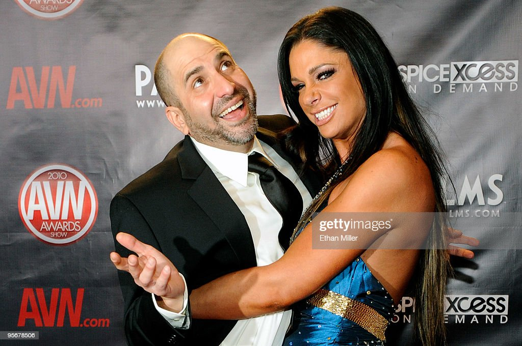 Comedian <a gi-track='captionPersonalityLinkClicked' href=/galleries/search?phrase=Dave+Attell&family=editorial&specificpeople=2325776 ng-click='$event.stopPropagation()'>Dave Attell</a> (L) and adult film actress Angela Aspen arrive at the 27th annual Adult Video News Awards Show at the Palms Casino Resort January 9, 2010 in Las Vegas, Nevada.