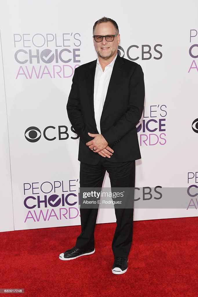 comedian-dave-coulier-attends-the-peoples-choice-awards-2017-at-on-picture-id632017248