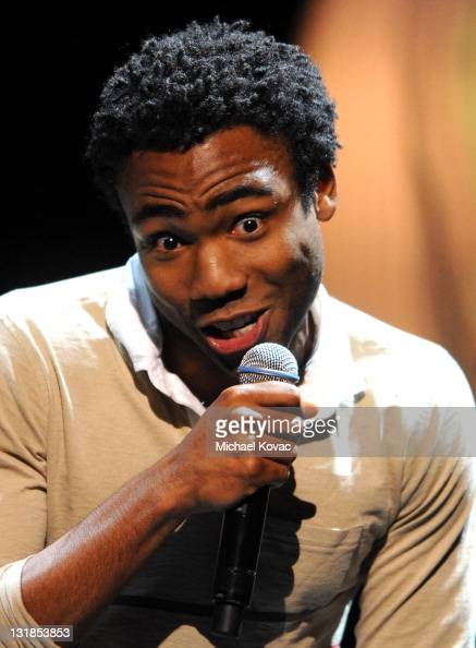 <b>Donald Sims</b> - Illustrations et images - comedian-donald-glover-speaks-onstage-at-varietys-power-of-comedy-by-picture-id131853853?s=594x594