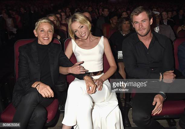 Comedian Ellen DeGeneres actors Portia de Rossi and Chris Hemsworth attend the People's Choice Awards 2016 at Microsoft Theater on January 6 2016 in...