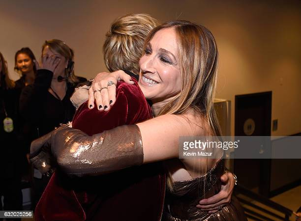 Comedian Ellen Degeneres and actress Sarah Jessica Parker backstage at the People's Choice Awards 2017 at Microsoft Theater on January 18 2017 in Los...