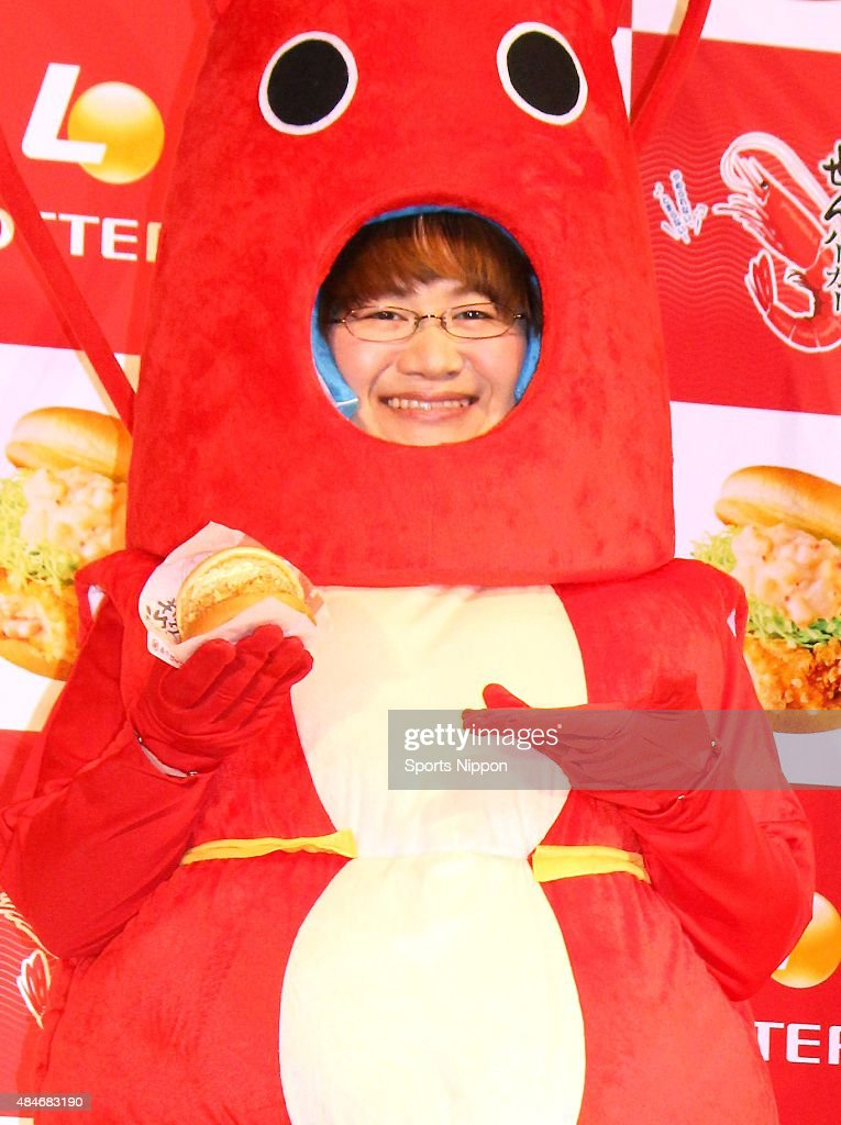Comedian Haruna Kondo of Harisenbon attends the LOTTERIA press conference on January 27, 2015 in Tokyo, Japan.