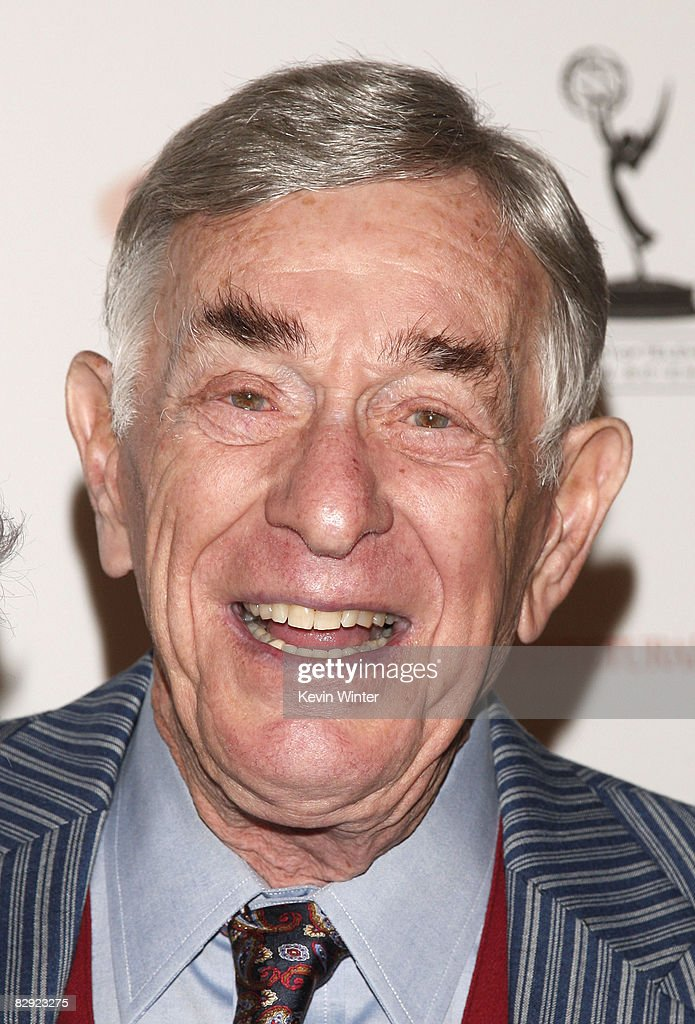 Comedian Shelley Berman arrives at the 60th Annual Primetime Emmy Awards Nominees for Outstanding Performance reception at the Pacific Design Center on September 19, 2008 in West Hollywood, California.