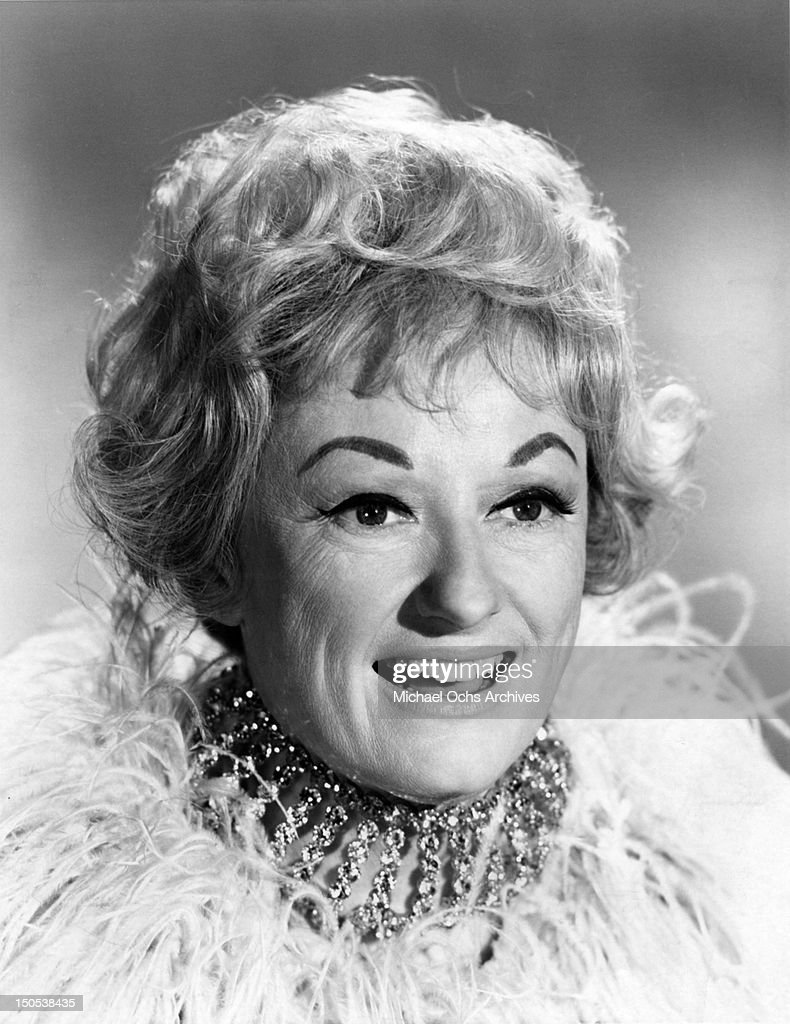 Comedienne Phyllis Diller poses for a portrait circa 1970.