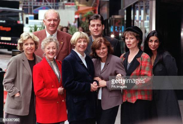 Comedienne Victoria Wood with the cast of her first ever sitcom Dinnerladies in which she stars as well as produces Anne Reid Thelma Barlow Victoria...