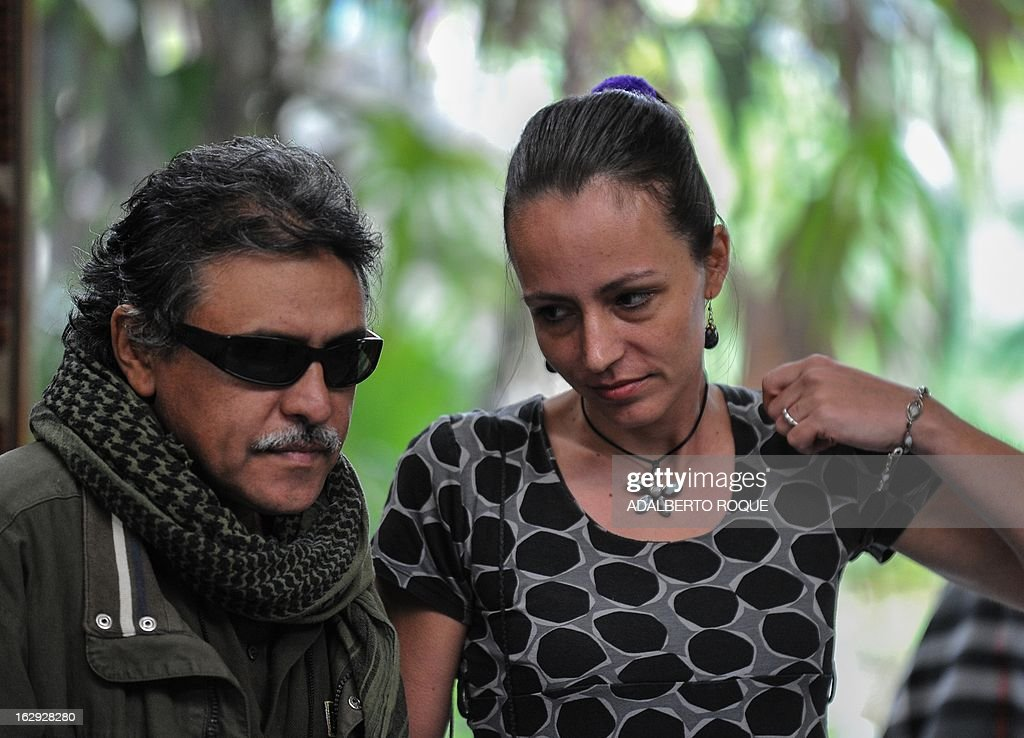 Commander Jesus Santrich (L) and Dutch guerrilla fighter Tanja Nijmeijer (R), members of FARC-EP leftist guerrillas delegation arrive at the Convention Palace in Havana to deliver a press conference on March 1, 2013.