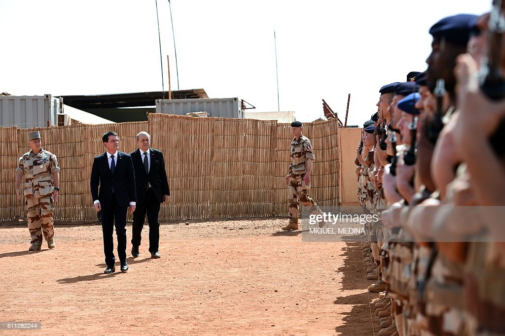 Commander of the Barkhane operation General Patrick Brethous French Prime Minister Manuel Valls and French Defence Minister JeanYves Le Drian review...