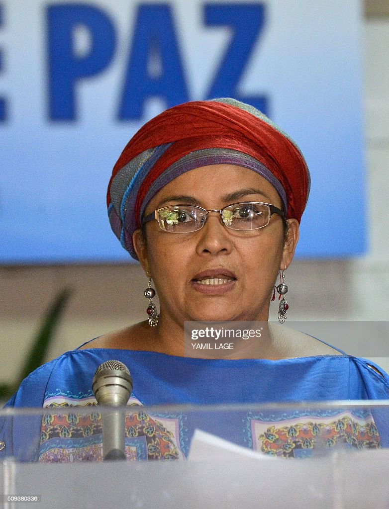 Commander of the FARC-EP leftist guerrillas Victoria Sandino reads a statement at Convention Palace in Havana during the peace talks with the Colombian government, on February 10, 2016. AFP PHOTO/Yamil LAGE / AFP / YAMIL LAGE