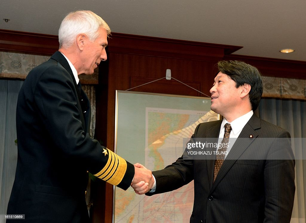 Commander of the US Pacific Command Admiral Samuel Locklear (L) shakes hands with Japanese Defense Minister Itsunori Onodera prior to their talks at Onodera's office in Tokyo on February 12, 2013. North Korea on February 12 staged its most powerful nuclear test yet, claiming a technological breakthrough with a 'miniaturised' device in a striking act of defiance to global powers including its sole patron China. AFP PHOTO / Yoshikazu TSUNO