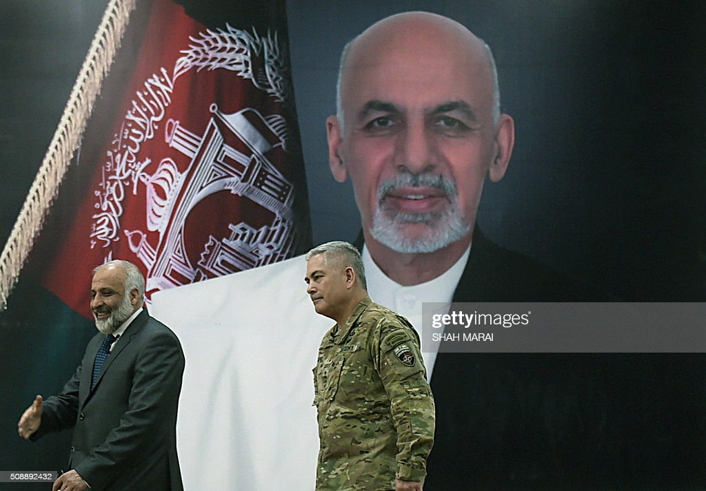 Commander of US and NATO forces in Afghanistan General John F. Campbell (R) and Afghan Acting Defence Minister Masoom Stanekzai (L) walk to attend a joint press conference in Kabul on February 7, 2016. AFP PHOTO / SHAH Marai / AFP / SHAH MARAI
