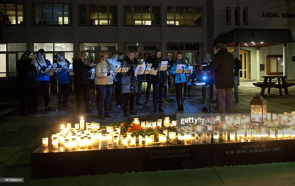A commemoration event is held in memory of the victims of a hijack in Ardal on November 5, 2013. Three people were killed on November 4, 2013 when an unknown man armed with a knife hijacked a bus in western Norway. AFP PHOTO / NTB scanpix/ HOMMEDAL, MARIT NORWAY OUT