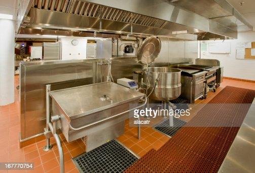 Commercial kitchen photos et images de collection getty for Grill cuisine professionnelle
