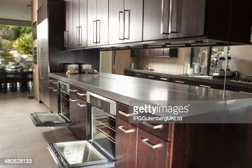 Commercial Kitchen With Open Oven And Cabinets : Stockfoto