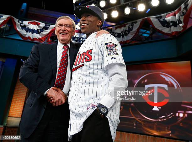 Commissioner Allan H Bud Selig poses with the fifth overall pick of Nick Gordon by the Minnesota Twins during the MLB FirstYear Player Draft at the...