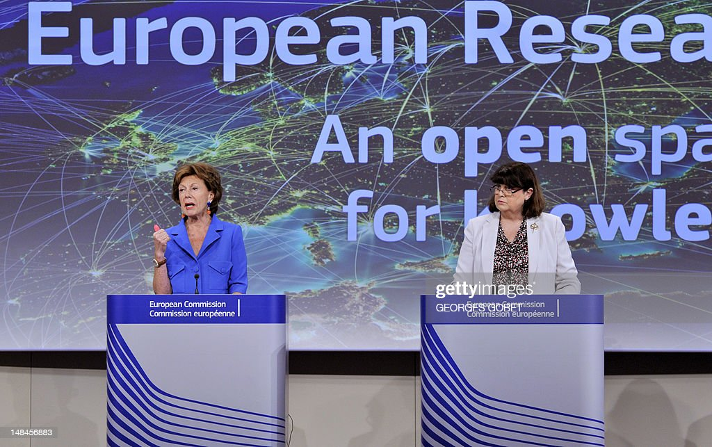 EU commissioner for Digital Agenda Neelie Kroes and EU commissioner for Research, Innovation and Science Maire Geoghegan-Quinn give a press conference on completing a single market for innovation, on July 17, 2012 at the EU Headquarters in Brussels. AFP PHOTO/ GEORGES GOBET