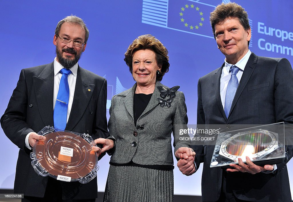 EU commissioner for Digital Agenda Neelie Kroes (C) poses between Henry Markram, dDirector of both the Blue Brain and the Human Brain Project at Lausanne Polytechnic federal school (R) and professor Jari Kinaret head of the condensed matter theory group at Chalmers (R) on January 28, 2013 at the EU Headquarters in Brussels. The European Commission has selected two science projects, one to develop graphene, a material of the future, the other to fully model the human brain on computer laureates that could enable them to get everyone up to one billion euros over 10 years.The Human Brain Project, led by Professor Henry Markram at the Ecole Polytechnique Fédérale de Lausanne (Switzerland) and the Graphene project, led by Jari Kinaret, Chalmers University of Technology, Sweden, were chosen from among 21 projects receive this award.