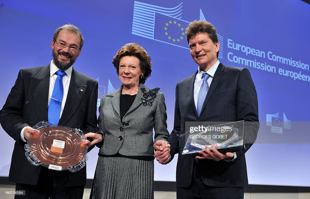 EU commissioner for Digital Agenda Neelie Kroes (C) poses between Henry Markram, dDirector of both the Blue Brain and the Human Brain Project at Lausanne Polytechnic federal school (R) and professor Jari Kinaret head of the condensed matter theory group at Chalmers (R) on January 28, 2013 at the EU Headquarters in Brussels. The European Commission has selected two science projects, one to develop graphene, a material of the future, the other to fully model the human brain on computer laureates that could enable them to get everyone up to one billion euros over 10 years.The Human Brain Project, led by Professor Henry Markram at the Ecole Polytechnique Fédérale de Lausanne (Switzerland) and the Graphene project, led by Jari Kinaret, Chalmers University of Technology, Sweden, were chosen from among 21 projects receive this award. AFP PHOTO GEORGES GOBET