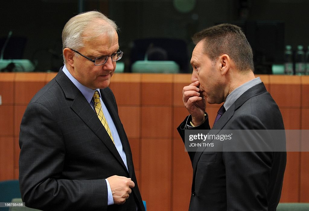 EU commissioner for Economic and Monetary Affairs Olli Rehn (L) speaks with Greek Finance Minister Ioannis Stournaras (R) before an Eurozone finance ministers meeting to decide on a fresh rescue loan for debt-stricken Greece, on November 20, 2012 at EU headquarters in Brussels. Greece has 'delivered' on reform and a deal will likely be clinched to unblock funds to keep it from bankruptcy, the head of the Eurogroup insisted despite a split with the IMF over how to get the stricken country's economic recovery on track. AFP PHOTO / JOHN THYS