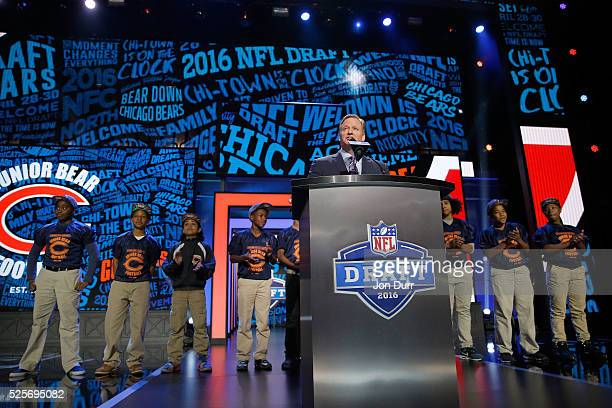 Commissioner Roger Goodell announces Leonard Floyd of the Georgia Bulldogs as the overall pick by the Chicago Bears during the first round of the...