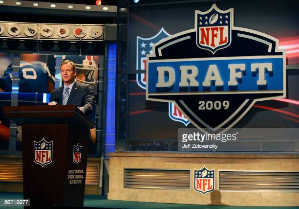 Commissioner Roger Goodell introduces Detroit Lions draft pick Matthew Stafford at Radio City Music Hall for the 2009 NFL Draft on April 25 2009 in...