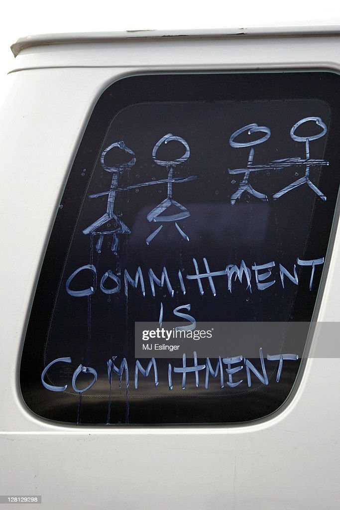 Commitment message in window of car : Stock Photo
