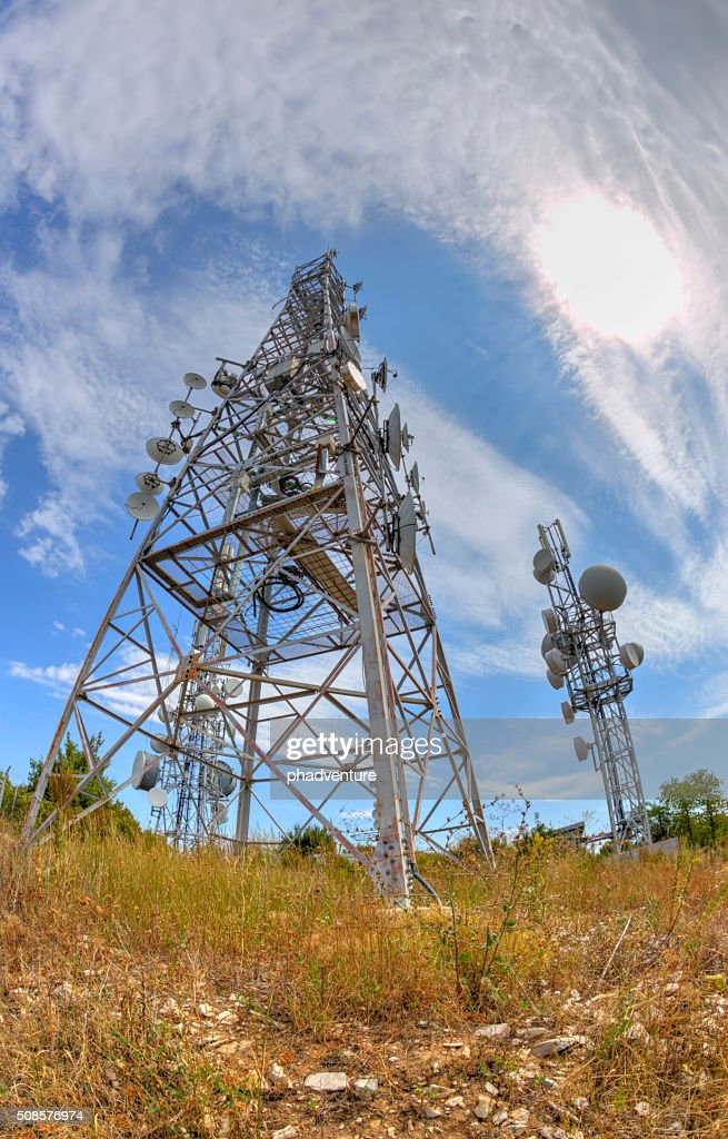 Communication antenna towers in fish-eye perspective : Stockfoto