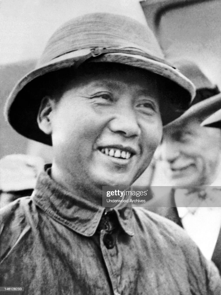 Communist faction leader Mao Tse-Tung arrived with U.S. Ambassador Major General Patrick Hurley to meet with Chiang Kai-Shek, Chungking, China, September 14, 1945. General Hurley went to Yenan to fetch Mao and guarantee his safety.