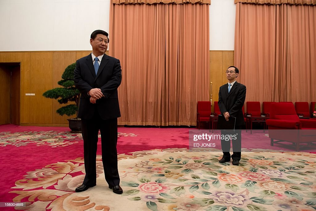 Communist Party leader Xi Jinping (L) waits to greet former US president Jimmy Carter in room 202 of the Zhongnanhai leadership compound in Beijing on December 13, 2012. Carter congratulated Xi on his new position before the pair sat down for talks. AFP PHOTO / POOL / Ed Jones